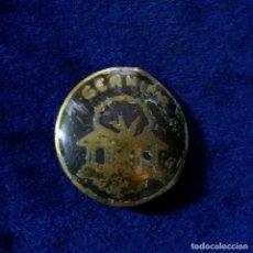 Pins de colección: MUY ANTIGUA INSIGNIA PIN DE AGUJA IMPERDIBLE ESMALTADA GERNIKA. Lote 146567490