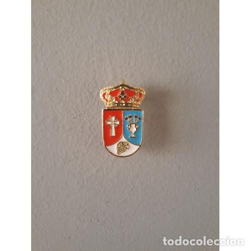 PIN ESCUDO LUCILLOS (TOLEDO) (Coleccionismo - Pins)