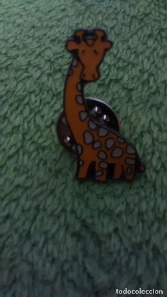 1 PIN / PINS - FAUNA / ANIMALES - JIRAFA (Coleccionismo - Pins)