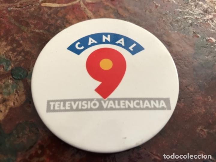 PRIMERA CHAPA INSIGNIA CANAL 9 TELEVISIÓN VALENCIANA (Coleccionismo - Pins)