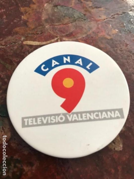 Pins de colección: Primera Chapa Insignia Canal 9 Televisión Valenciana - Foto 2 - 146738562