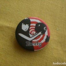 Pins de colección: CHAPA DE ROPA, EMILY. Lote 147023098