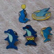 Pins de colección: 5 PIN / PINS - DIBUJOS ANIMADOS - FAUNA / ANIMALES - FOCA Y DELFINES. Lote 147095146