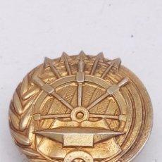 Pins de colección: PIN DE BOTON ME PARECE QUE DE LA FALANGE EN PLATA CHAPADA. Lote 147201697