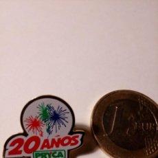 Pins de colección: PIN PUBLICITARIO 20 ANIVERSARIO PRYCA SUPERMERCADOS. Lote 147229838