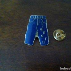 Pins de colección: PIN DE LIBERTO JEANS.. Lote 147443446