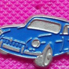 Pins de colección: PIN COCHE AZUL.AÑOS 80. Lote 147949530