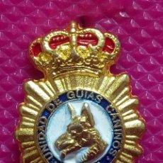 Pins de colección: PIN POLICIA UNIDAD DE GUIAS CANINOS . Lote 147950178
