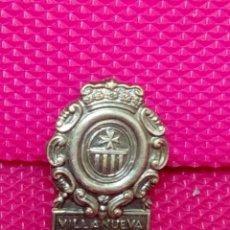 Pins de colección: PIN OJAL VILLANUEVA DE SIGENA HUESCA . Lote 148152942