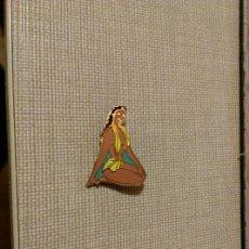 Pins de colección: ANTIGUO PIN INSIGNIA DE AGUJA TRAJE DE BAÑO MUJER MODA PLAYA. Lote 148560565