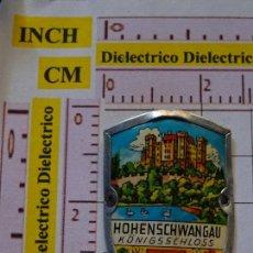 Pin's de collection: BONITA INSIGNIA CHAPA METÁLICA DE TURISMO. CASTILLO HOHENSCHWANGAU, ALEMANIA. Lote 149002210