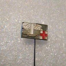 Pins de colección: INSIGNIA CRUZ ROJA EGAÑA. Lote 149707474