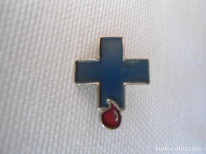 ANTIGUO PIN DONANTE DE SANGRE (Coleccionismo - Pins)