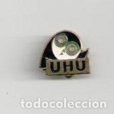 Pins de colección: ANTIGUO IMPERDIBLE PUBLICIDAD PEGAMENTO UHU. Lote 150713641