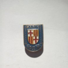Pins de colección: PIN DE OJAL RADIO BARCELONA . Lote 151629338