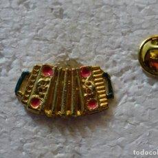 Pins de colección: PIN DE INSTRUMENTOS MUSICALES. ACORDEÓN. Lote 151897046