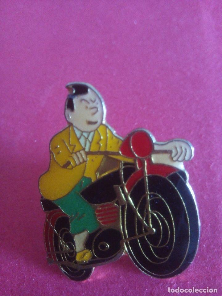 PIN TINTIN - EN MOTO (Coleccionismo - Pins)
