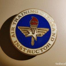 Sammlung von Pins - PIN AIR TRAINING COMMAND INSTRUCTOR - 153686694