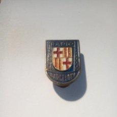 Pins de colección: PIN DE OJAL DE RADIO BARCELONA. Lote 154299002