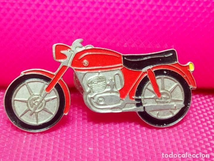 PIIN DOBLE PINCHO MOTO (Coleccionismo - Pins)