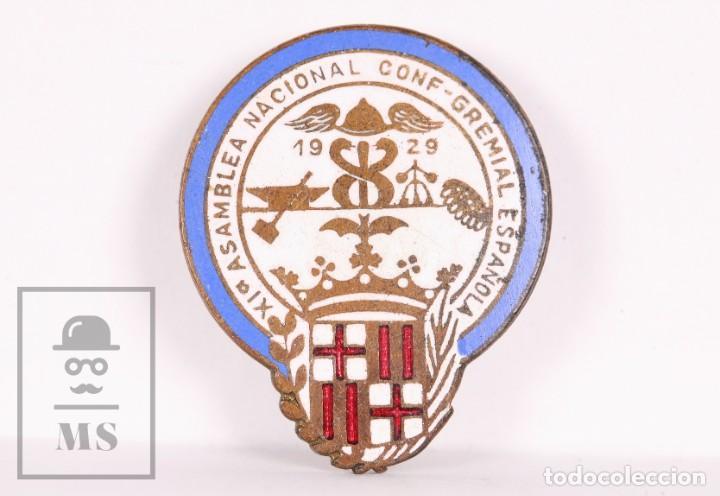 INSIGNIA DE SOLAPA / OJAL ESMALTADA - XIª ASAMBLEA NACIONAL CONF-GREMIAL ESPAÑOLA - AÑO 1929 (Coleccionismo - Pins)