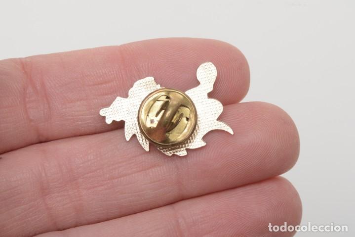 Pins de colección: Pin de un dragón con botas, pin infantil, pin esmalte, pin vintage, pin fantasía - Foto 3 - 158309870