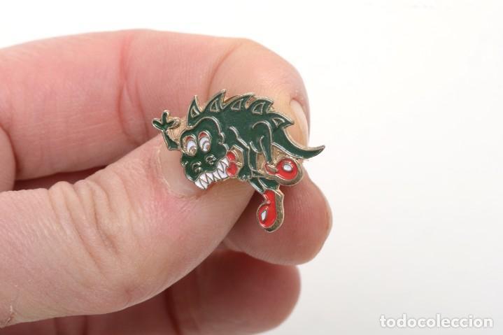 Pins de colección: Pin de un dragón con botas, pin infantil, pin esmalte, pin vintage, pin fantasía - Foto 5 - 158309870