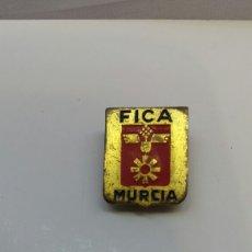 Pins de colección: INSIGNIA DE SOLAPA FICA MURCIA.OJAL. Lote 158472373