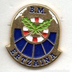 Pins de colección: PIN-ESCUDO POLICIA ERTZAINA. Lote 211435050