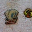 Pins de colección: PIN DE CORREOS MENSAJERÍAS. MRW. Lote 160360058