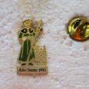 Pins de colección: PIN RELIGIOSO. AÑO SANTO 1993. CAMINO SANTIAGO XACOBEO PEREGRINO. Lote 160360370