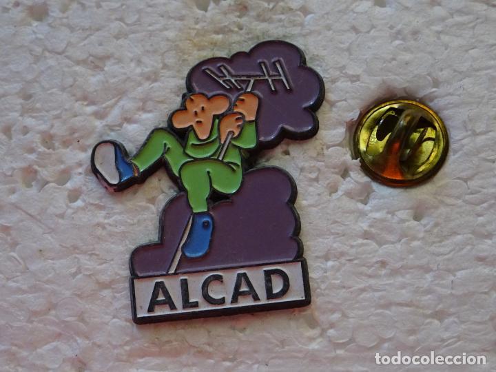 PIN DE ANTENAS TV ALCAD (Coleccionismo - Pins)