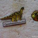 Pins de colección: PIN DE ANIMALES DINOSAURIOS. OPISTHOCOELICAUDIA. Lote 160361098