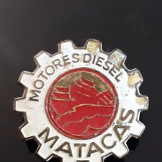 Pins de colección: INSIGNIA DE SOLAPA MOTORES DIESEL MATACAS. Lote 160813694