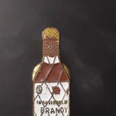 Pins de colección: INSIGNIA DE SOLAPA OJAL BRANDY TERRY. Lote 160893180