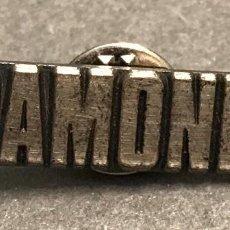 Pins de colección: PIN OFICIAL GIRA RAMONES. Lote 162112966