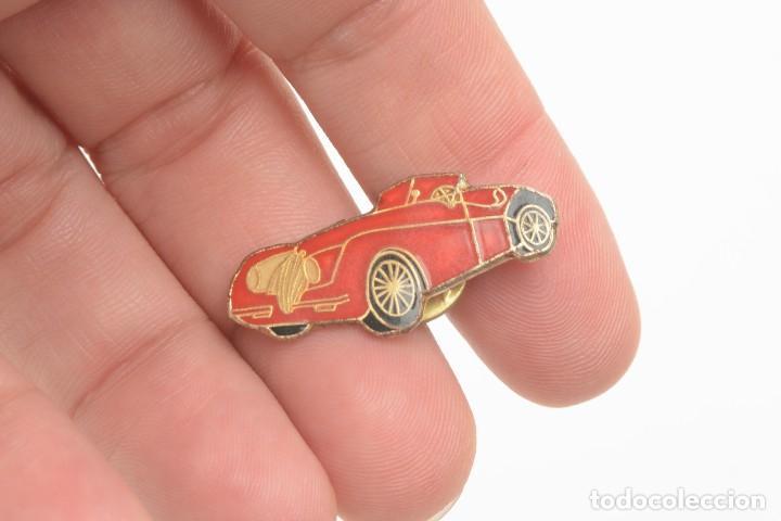 Pins de colección: Pin de coche vintage, coche rojo, bólido, coche retro - Foto 2 - 162948358