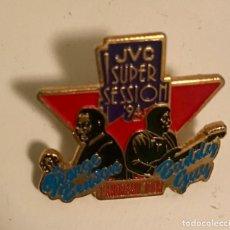 Pins de colección: PIN JAZZ GEORGE BENSON - BUDDY GUY GIRA 1994. Lote 163603654