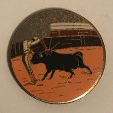 Pins de colección: ANTIGUA INSIGNIA TORERO - CORRIDA TOROS. Lote 163791374
