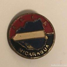 Pins de colección: ANTIGUA INSIGNIA POLÍTICA FRENTE SANDINISTA LIBERACION NACIONAL NICARAGUA. Lote 164850478