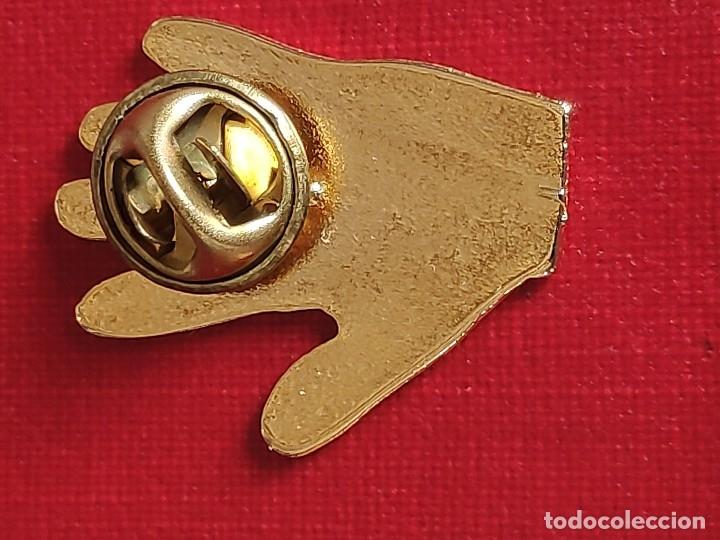 Pins de colección: PIN ESMALTADO DEL REAL MADRID CLUB DE FUTBOL.MITICA GOLEADA 5 - 0 - Foto 4 - 230428540