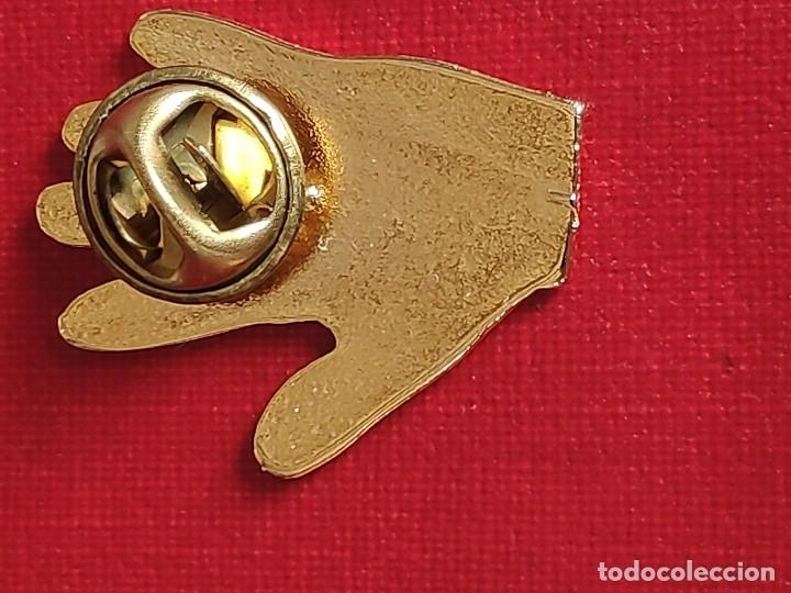 Pins de colección: PIN ESMALTADO DEL REAL MADRID CLUB DE FUTBOL.MITICA GOLEADA 5 - 0 - Foto 5 - 230428540