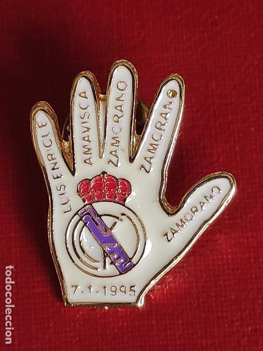 PIN ESMALTADO DEL REAL MADRID CLUB DE FUTBOL.MITICA GOLEADA 5 - 0 (Coleccionismo - Pins)
