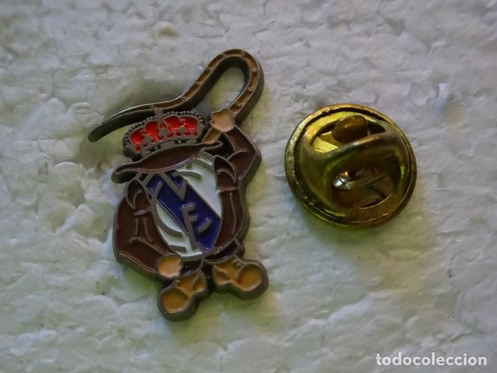 Del EquipoReal De Madrid DeportesFútbolEscudo Pin Látigo Indiana Jones Cf TiOXuPkZ