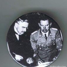 Pins de colección: CHAMBERLAIN EN LA FIRMA DEL PACTO DE NUNICH. AÑO 1938. CHAPA NUEVA DE 32 MM. Lote 167798212