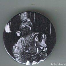 Pins de colección: HITLER EN LA FIRMA DEL PACTO DE NUNICH. AÑO 1938. CHAPA NUEVA DE 32 MM. Lote 167798788