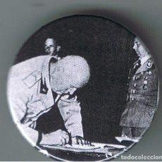 Pins de colección: MUSSOLINI EN LA FIRMA DEL PACTO DE NUNICH. AÑO 1938. CHAPA NUEVA DE 32 MM. Lote 167799012