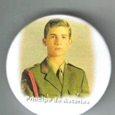 Pins de colección: FELIPE DE BORBÓN PRÍNCIPE DE ASTURIAS. CHAPA NUEVA DE 57 MM. Lote 167801600