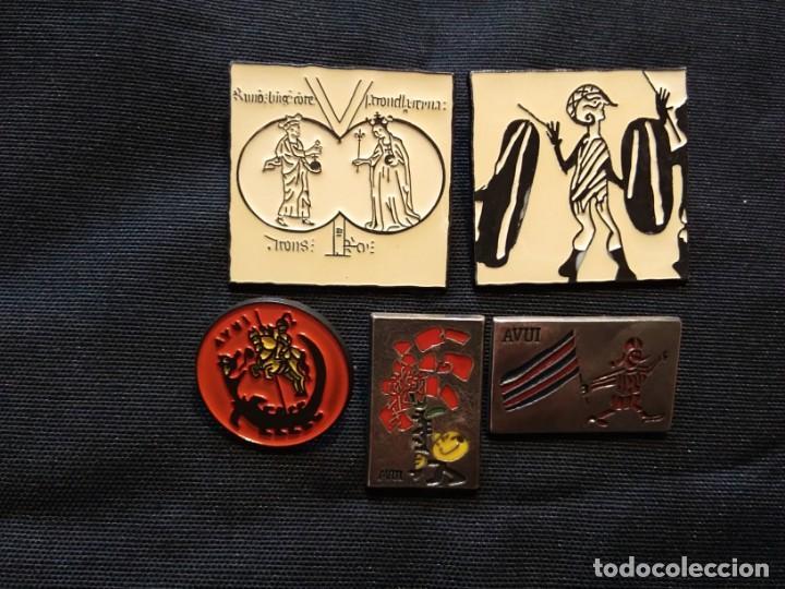 PINS DIARIO AVUI (Coleccionismo - Pins)