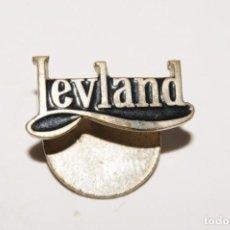 Pins de colección: ANTIGUA INSIGNIA DE SOLAPA LEYLAND. Lote 168832712